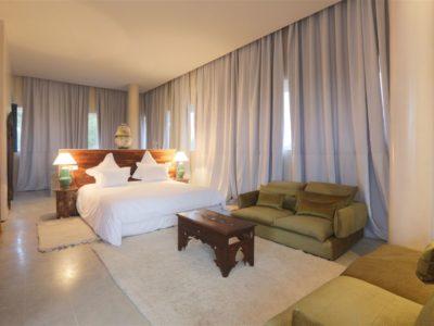 Moderne et luxe à la palmeraie de Marrakech Chambre